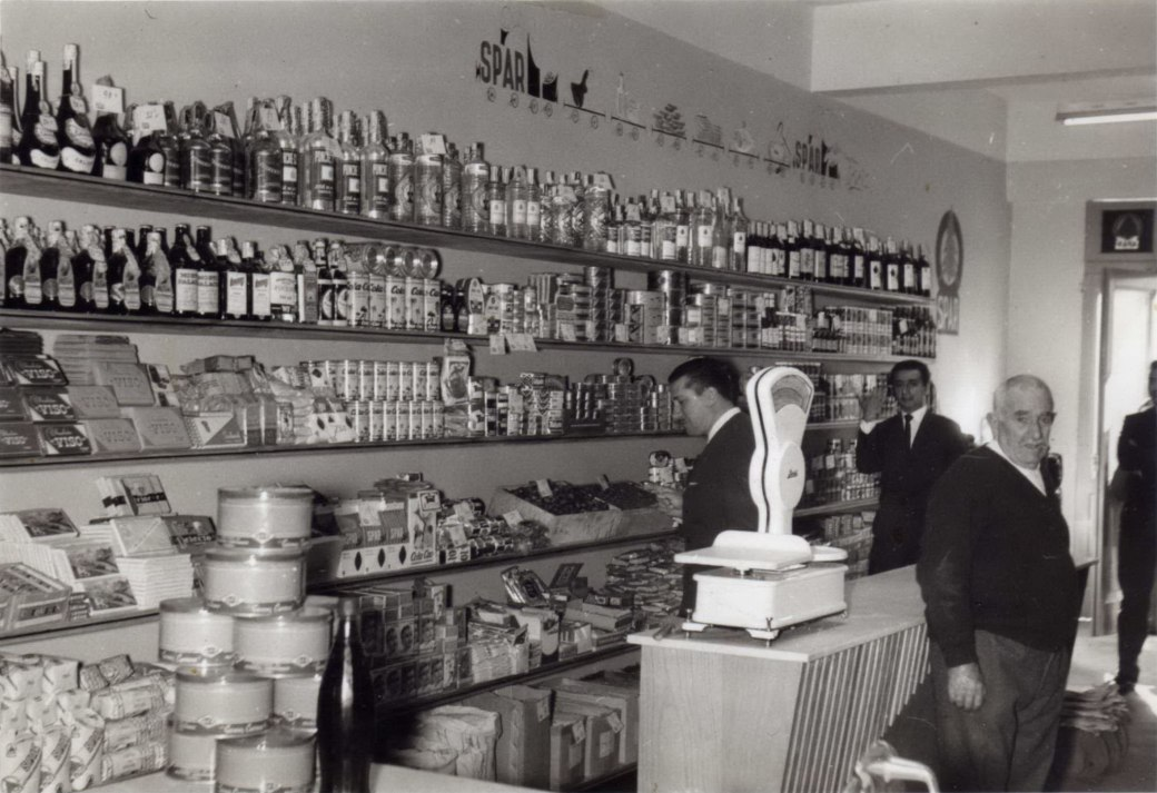 a tenda da loura anos 50.jpg